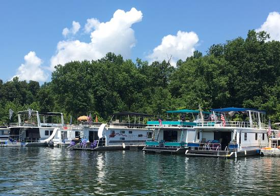 The house boat scene on a Kentucky lake is a wonderful thing.