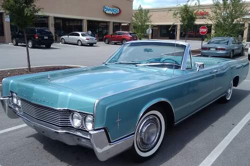 Pic of a 1962 Lincoln Continental Convertible in light blue, like the one on the TV series Green Acres.