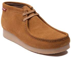 The Stinson model kick by shoemaker Clark is a rubber sole chukka in the wheat color of leather.